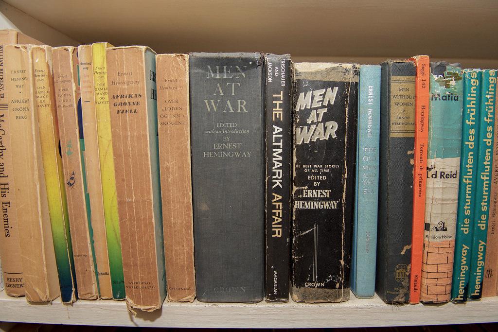 Lasprimeras ediciones de Ernest Hemingway o una copia limitada de sus primeras novelas son muy valiosas / Flickr