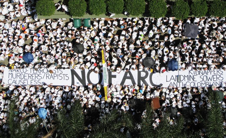 El aumento de la presión fiscal tiene como objeto afrontar el gasto de los acuerdos de paz con las FARC / Flickr: xmascarol