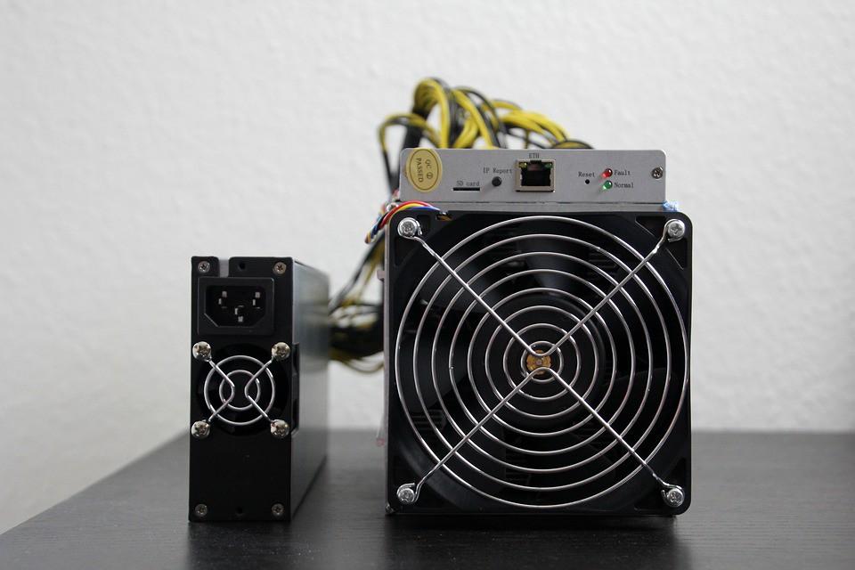 Crear un bitcoin cuesta más de 1.000 dólares y se hace por ordenador / Foto: Pixabay