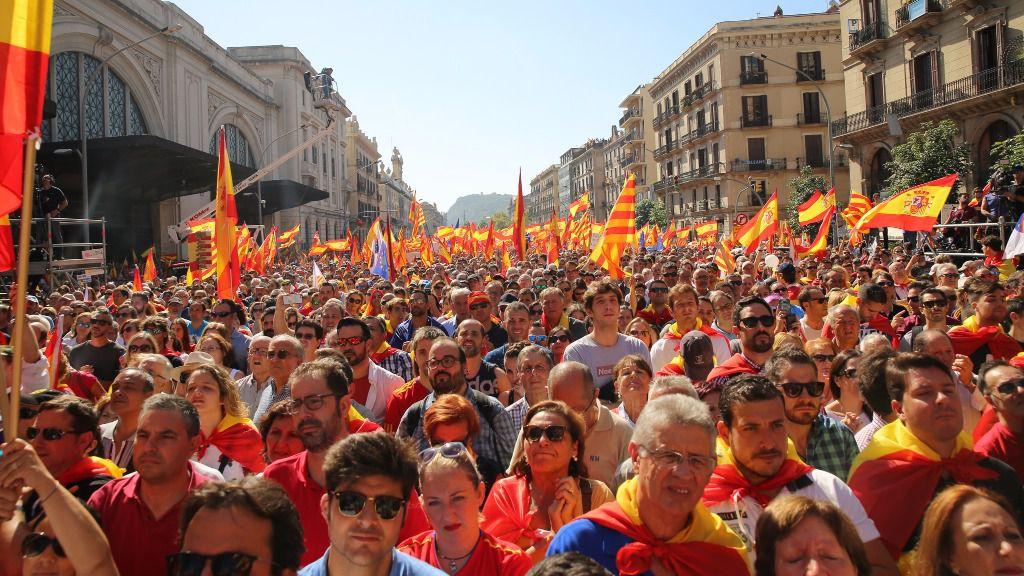 Masiva manifestación en Barcelona para defender la Constitución y la unidad de España / Flickr: HazteOir.org