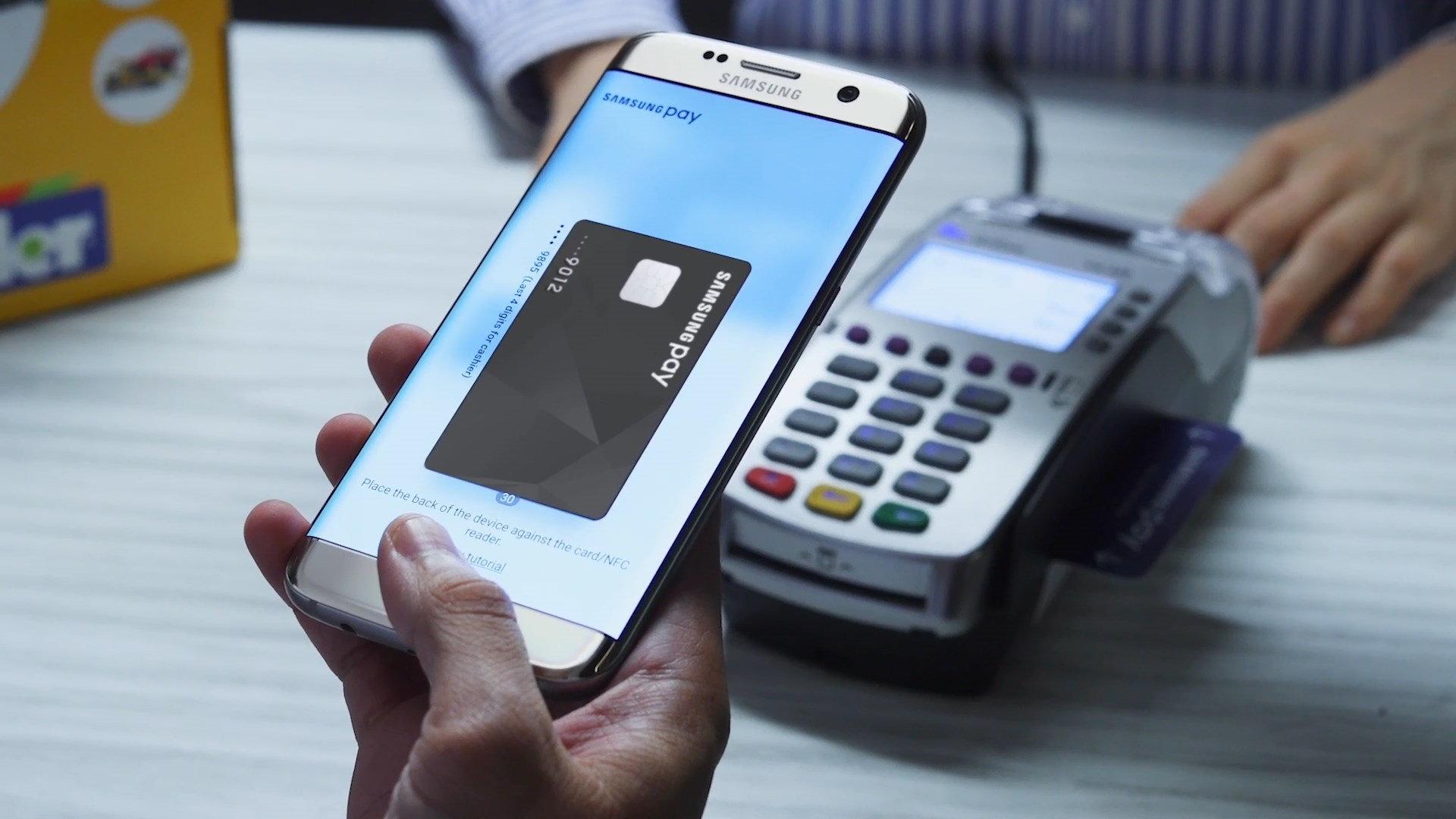 Los clientes de El Corte Inglés pueden tener la famosa tarjeta en el móvil / Foto: Samsung