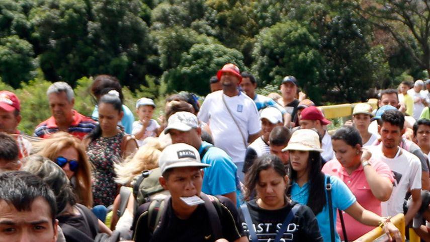 El gobierno de Santos aprobó medidas de control migratorio en la frontera con Venezuela / EFE: Schneyder Mendoza