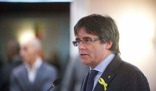 """Si Carles Puigdemont renuncia a su acta de diputado perdería fuerza su argumento de que es un """"preso politico"""" / Foto: Junts per Catalunya"""