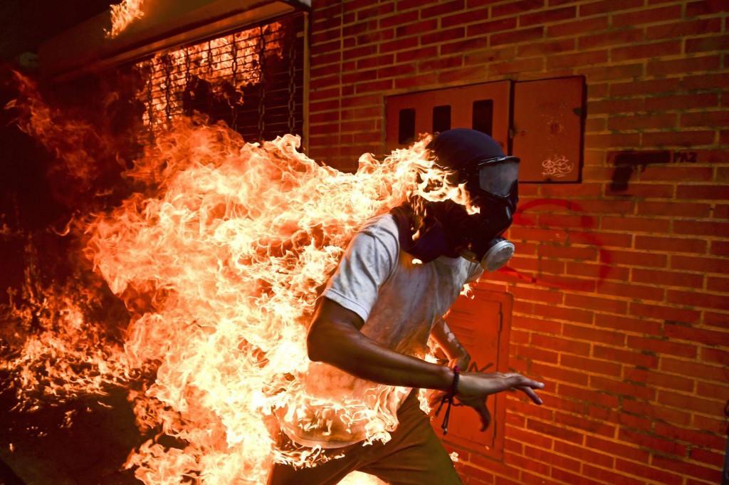 La gráfica de este momento de las protestas en Caracas fue la mejor de 2018 / Foto: www.worldpressphoto.org