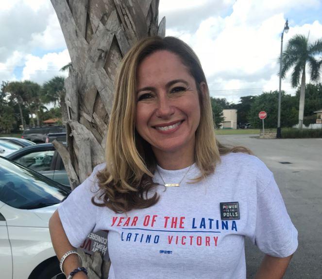 La inmigrante ecuatoriana Debbie Mucarsel ganó en Miami / Foto: @DebbieforFL