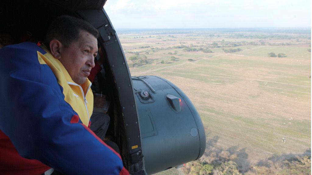 Chávez en helicóptero / Flickr: Chavezcandanga