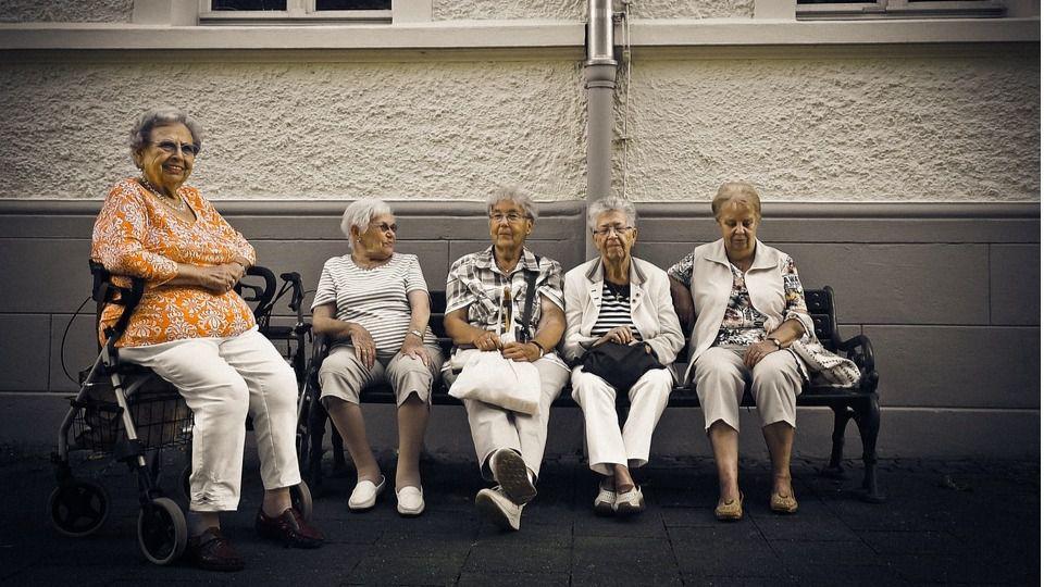 Los delincuentes se especializan en estafar viejitas / Foto: Pixabay