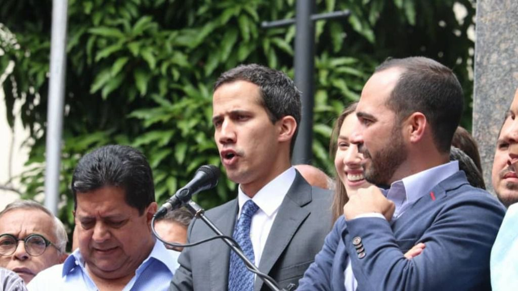 Guaidó pide que la Ley de Amnistía a militares se reparta masivamente / Twitter: AsambleVE