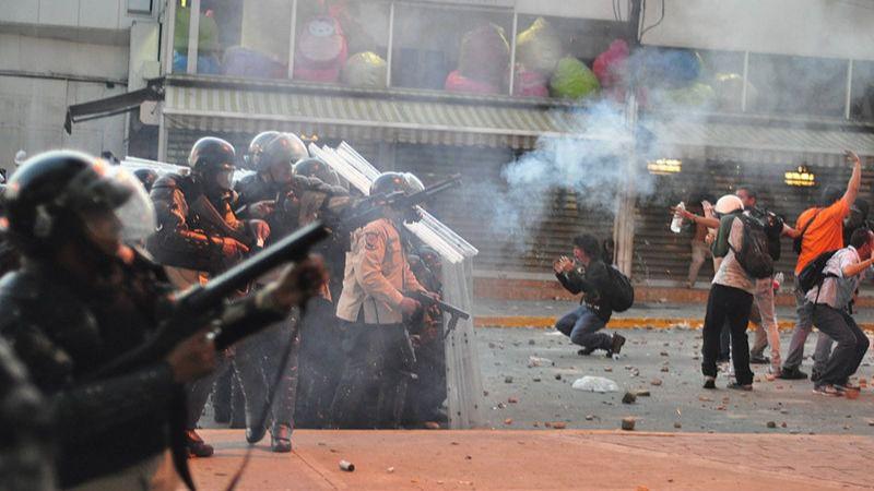 El Partido Demócrata quiere prohibir la venta de gases lacrimógenos al régimen de Maduro / Foto: Andrés E. Azpúrua