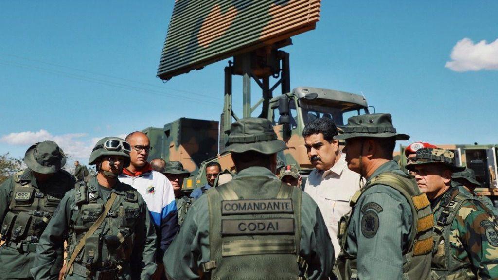 Militares y Maduro
