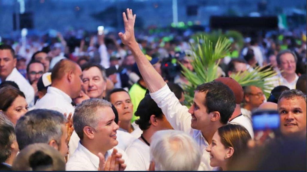 """Guaidó llama a una """"movilización nacional"""" para su regreso a Venezuela / @Jguaido"""