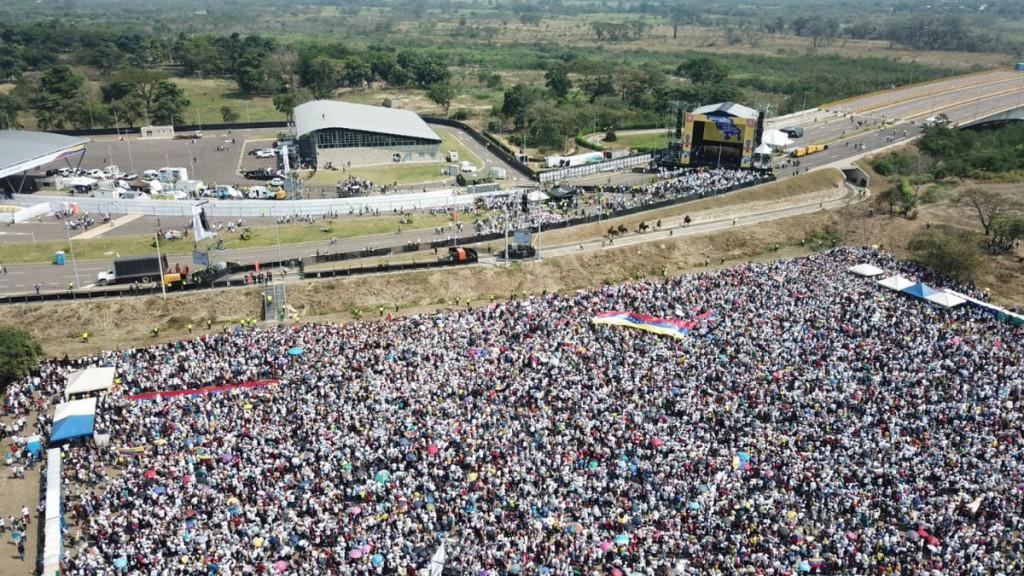 Cientos de miles acompañan el concierto por la paz en Venezuela / Foto: José Manuel Olivares