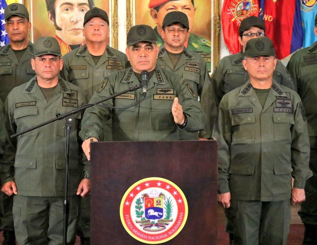 El general Vladimir Padrino López lanzó un mensaje desafiante / Foto: FANB
