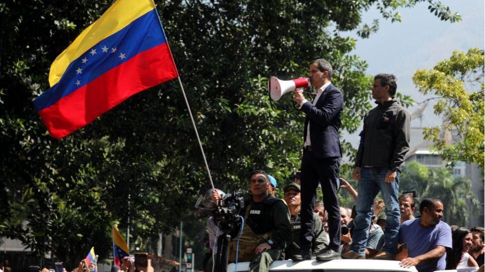 La opción militar cobra fuerza en la ruta de Juan Guaidó / Foto: AmbJohnBolton