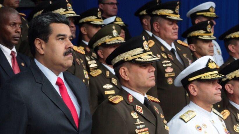 Nicolas Maduro y militares