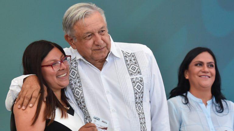 Krauze dice que López Obrador concede becas a cambio de obediencia política / Foto: AMLO