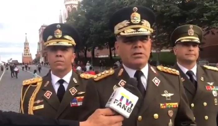 El general Padrino López habla de diálogo y fuerza militar / Foto: Prensa FANB