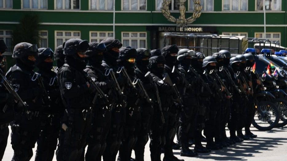 70 uniformados con armas largas para combatir el grupo criminal de Maduro y Morales / Foto: Ministerio de Gobierno