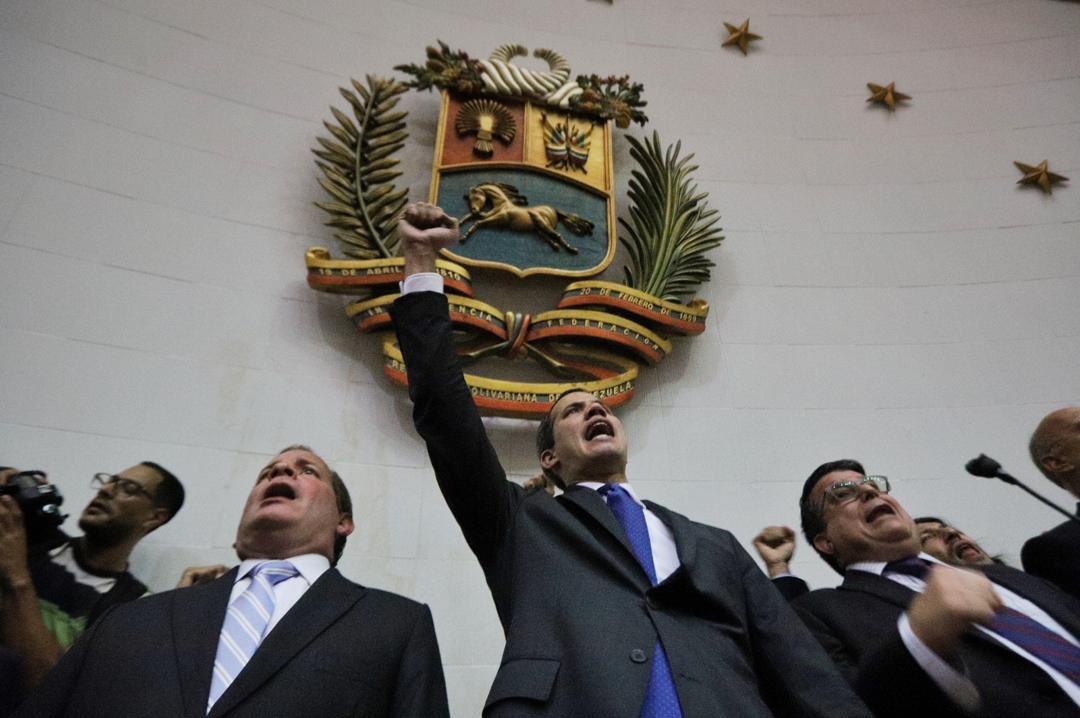 Guaidó entró al Parlamento cantando el himno de Venezuela / Foto: AN