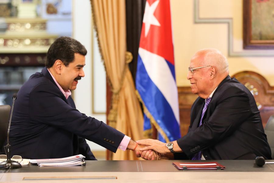 Para Maduro el embajador de Cuba es un ministro más / Foto: Prensa Maduro
