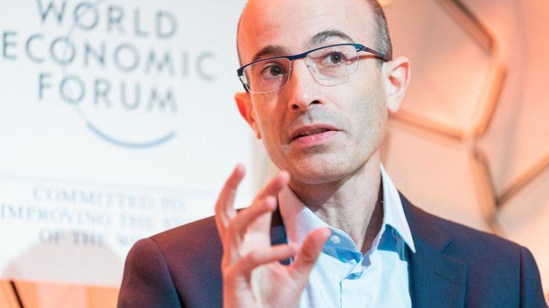 """Yuval Noah Harari: """"Cuando los humanos se pelean, los virus se duplican"""" / Foto: WEF"""