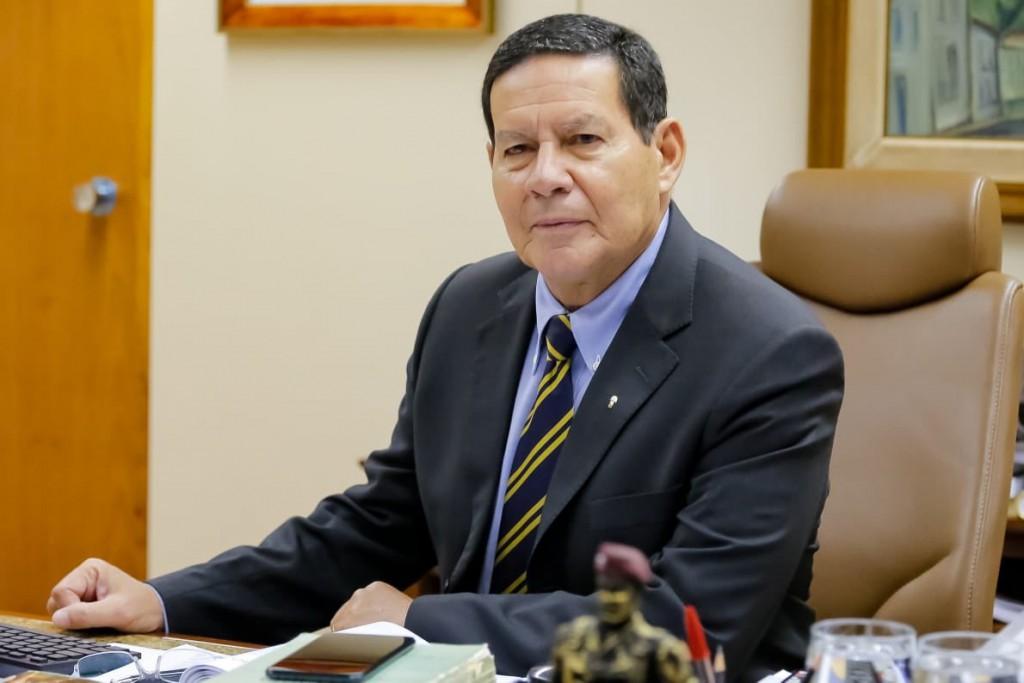 La contracara de Bolsonaro es el vicepresidente Hamilton Mourão / Foto: @GeneralMourao