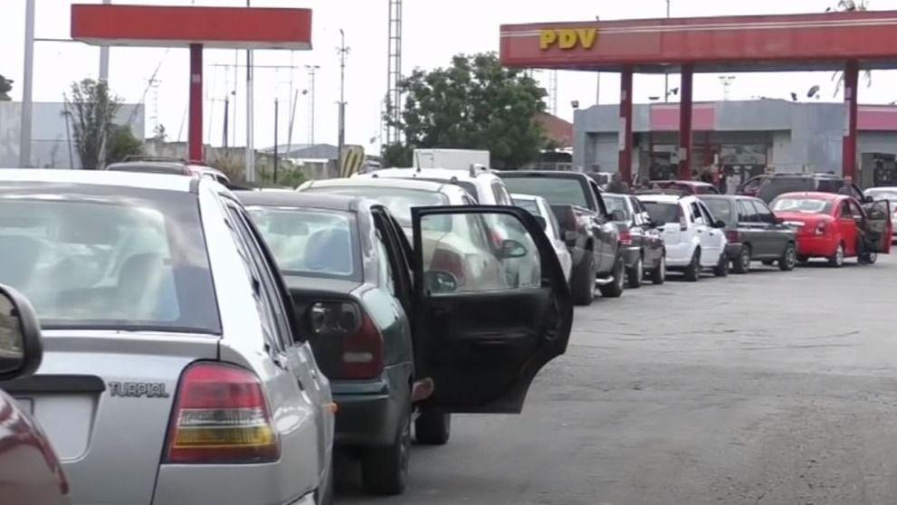 Después de casi dos meses, imposible ocultar la escasez de gasolina / Foto: YouTube