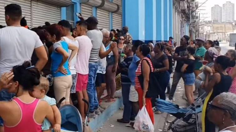Los cubanos desafían todos los días el riesgo de contraer el coronavirus / Foto: YouTube