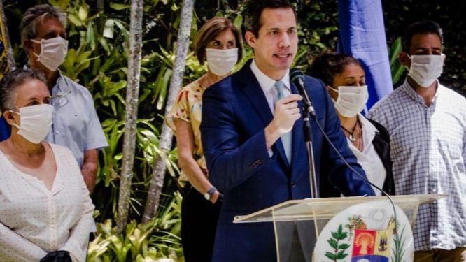 Guaidó sigue encabezando los sondeos más recientes / Foto: CCN