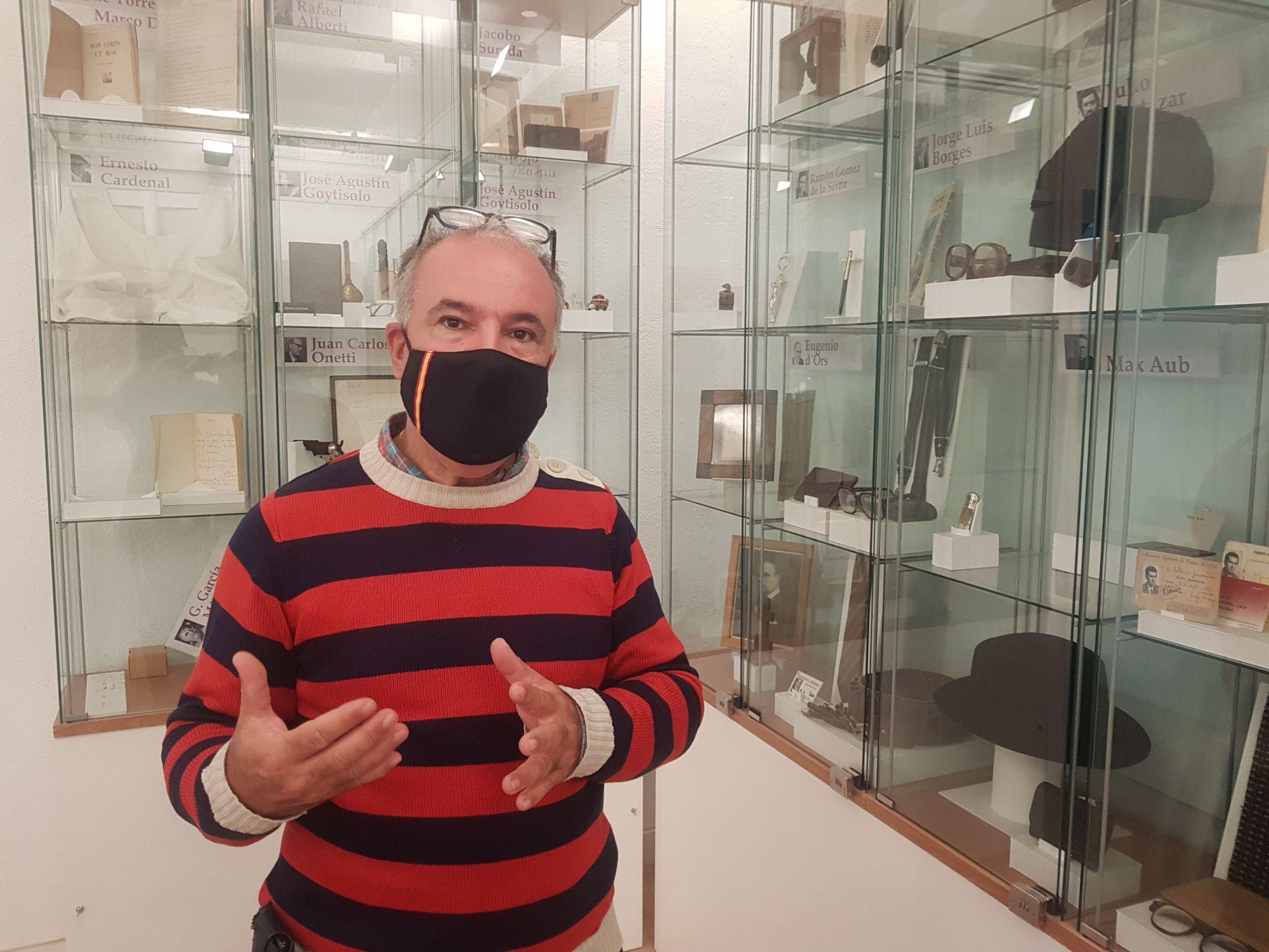 """""""Nos dedicamos a editar libros artesanales. Somos los antieditores"""", dice Pérez Míguez / Foto: MR"""
