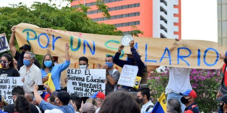 Los maestros dieron una contundente demostración de desobediencia civil / Foto: CCN