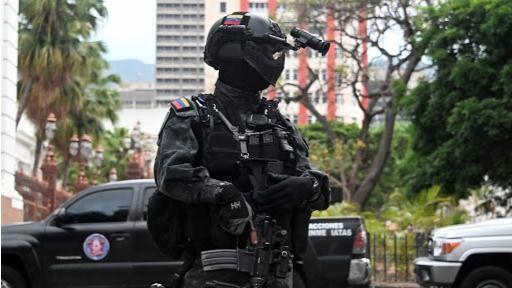 Policías y militares de Maduro están allanando sedes de ONGs y medio de comunicación / Foto: WC