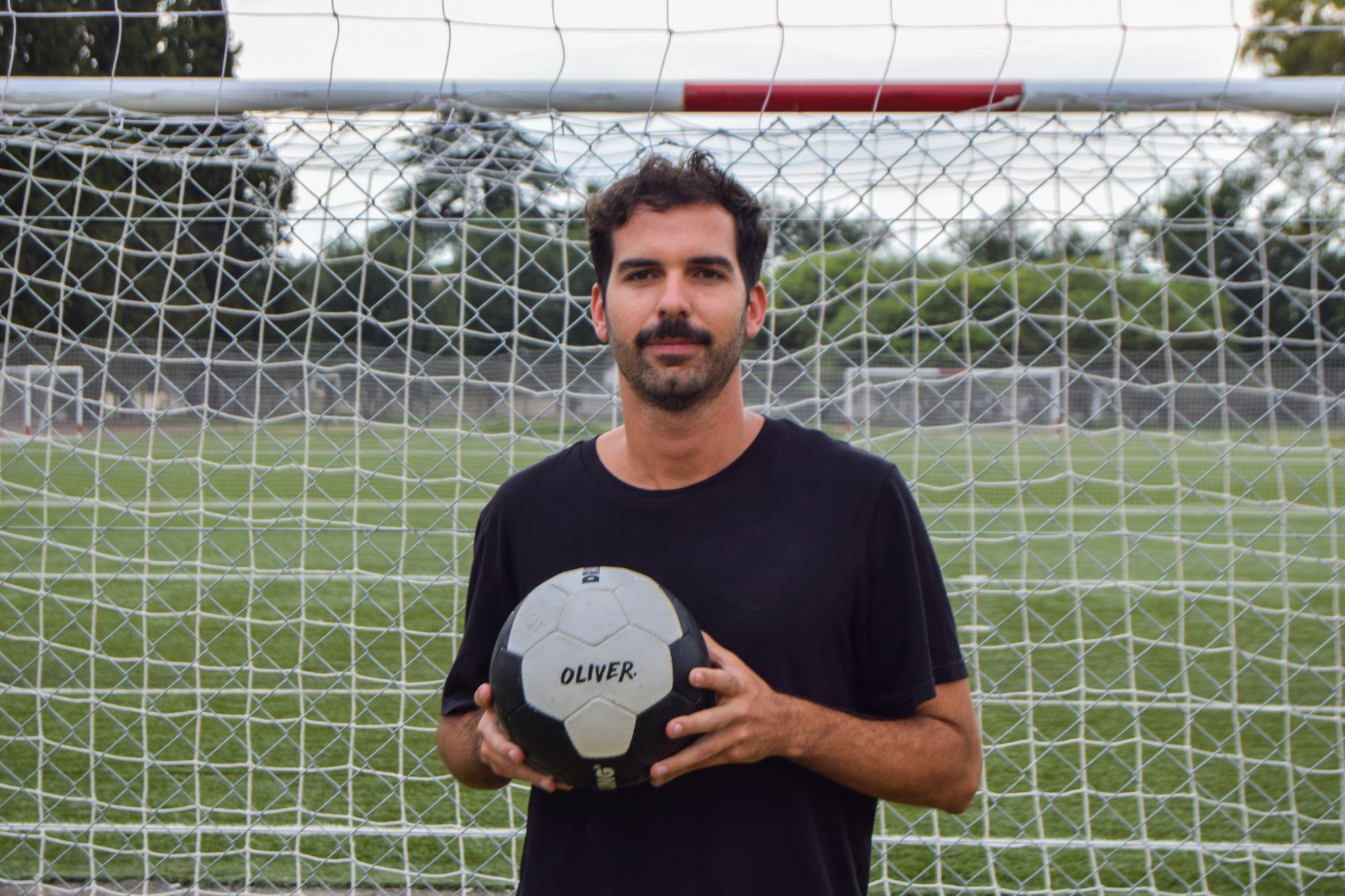 José González es el publicista y portavoz del grupo / Foto: Oliver