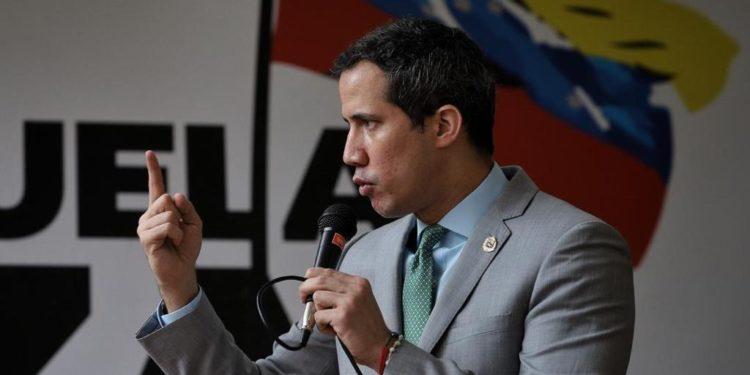 Estas renuncias complican el interinato de Juan Guaidó / Foto: CCN