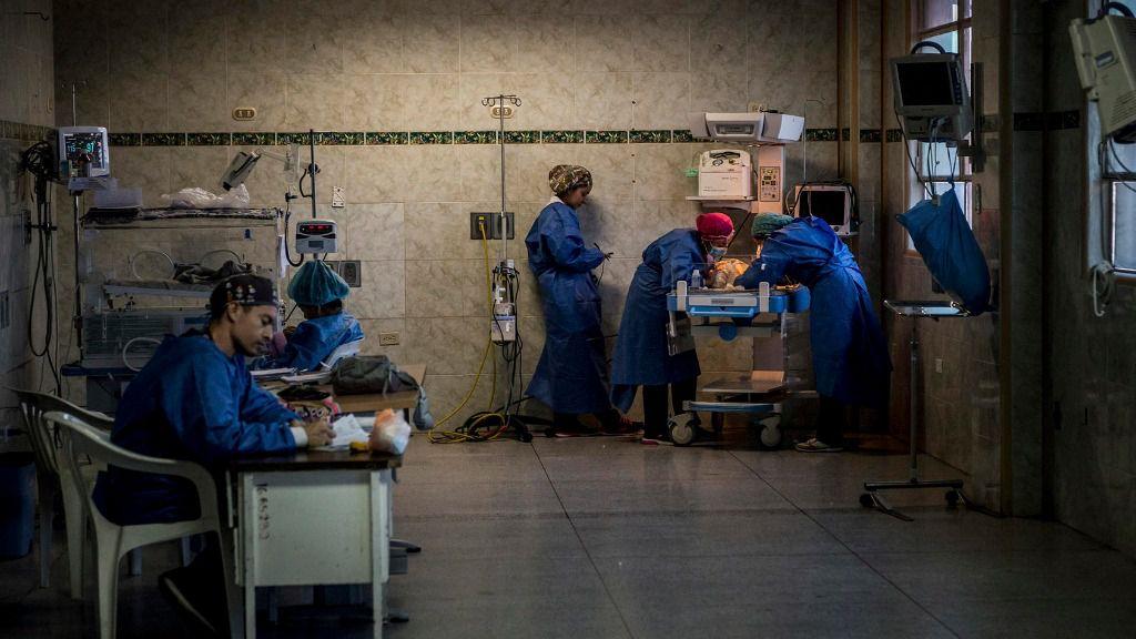 ¿Será la crisis del coronavirus lo que permita a Maduro y Guaidó seguir negociando? / Foto: Upid