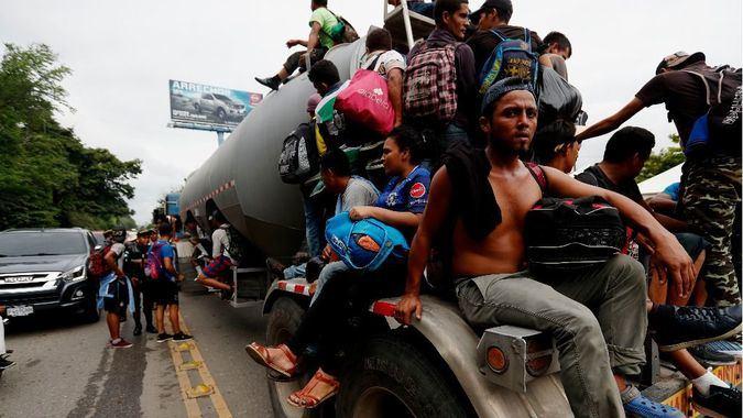 Los inmigrantes ilegales huyen en estampida hacia EEUU / Foto: EFE