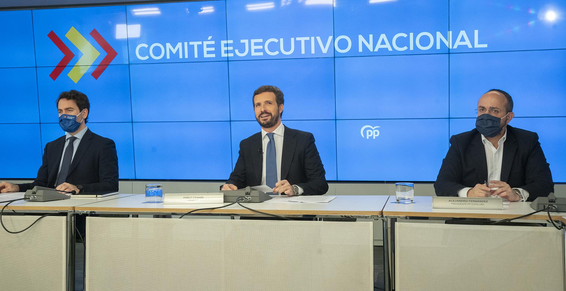 Pablo Casado intenta salvar la viabilidad electoral de su partido moviéndose al centro / Foto: PP
