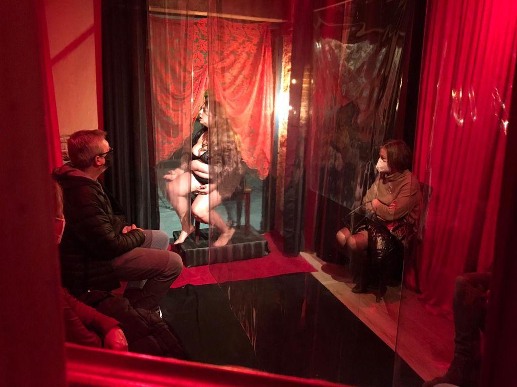 Teatro dentro de un escaparate es un espacio de tres metros cuadrados / Foto: Cortesía