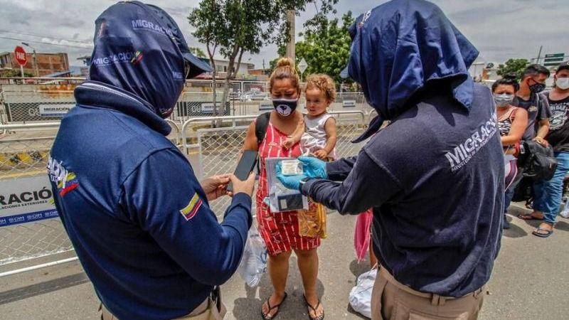 Migración Colombia ya está poniéndose en contacto con los venezolanos que tienen recursos teconlógicos para el registro / Foto: Migración Colombia