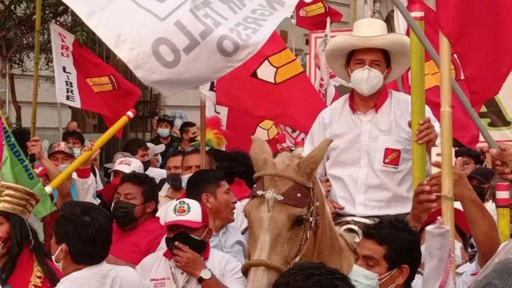 Pedro Castillo se impuso en la primera vuelta con 19% del apoyo / Foto: Perú Libre