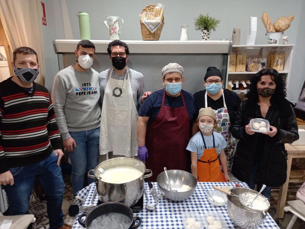La tienda es un negocio familiar que también fabrica pasta artesanal / Foto: Muna Hossain