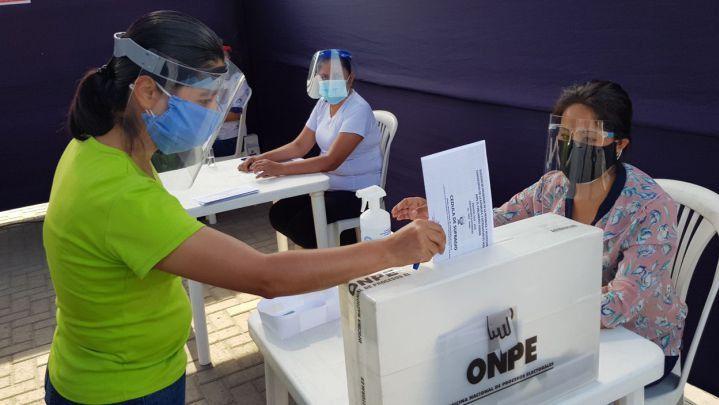 Las elecciones en Perú se ponen apretadas / Foto: ONPE