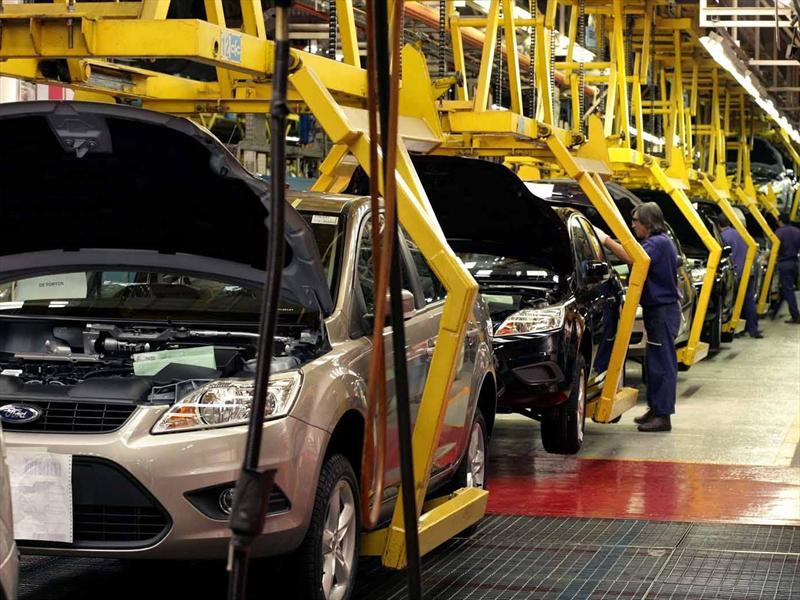 Ford anuncia que apuesta por los autos eléctricos. Un nuevo varapalo para las economías petroleras.