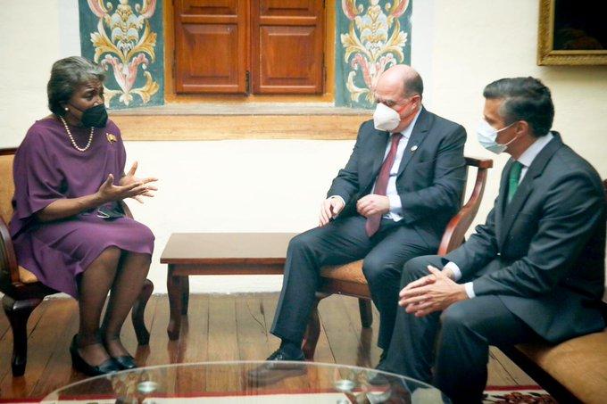 La embajadora de Estados Unidos ante la ONU, Linda Thomas-Greenfield, y los opositores venezolanos Julio Borges y Leopoldo López.