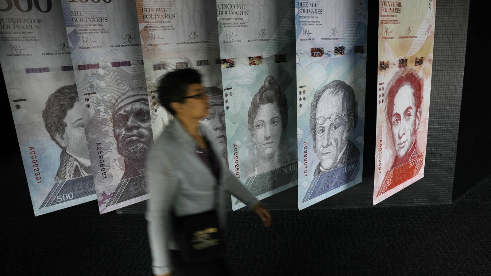 El bolívar venezolano, cada vez más desplazado por el dólar y otras divisas, como el euro.