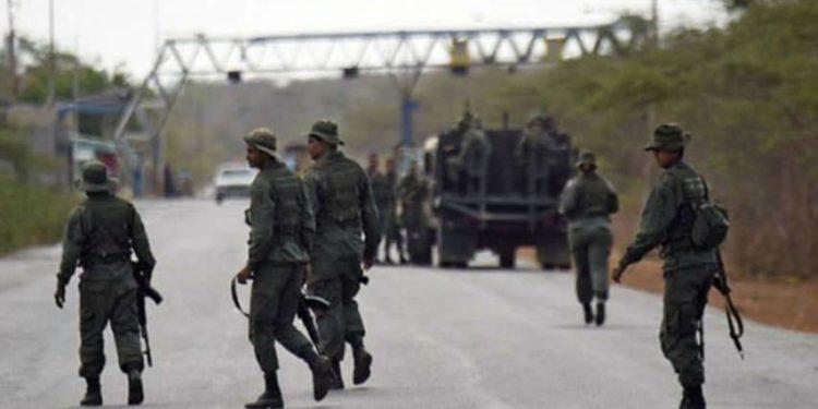 Los enfrentamientos entre las FANB y disidentes de las FARC iniciaron a finales de marzo pasado.