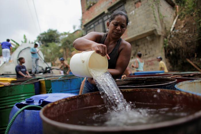 El chavismo quiere que el servicio de agua sea más caro en Venezuela, pese a su pésima prestación.
