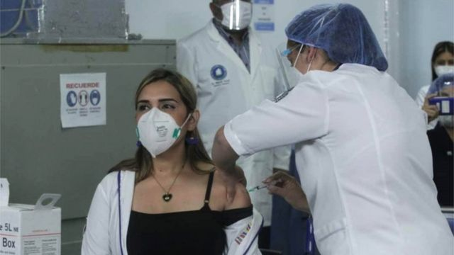 Estados Unidos dona 25 millones de vacunas anticovid, pero ninguna va a Venezuela.