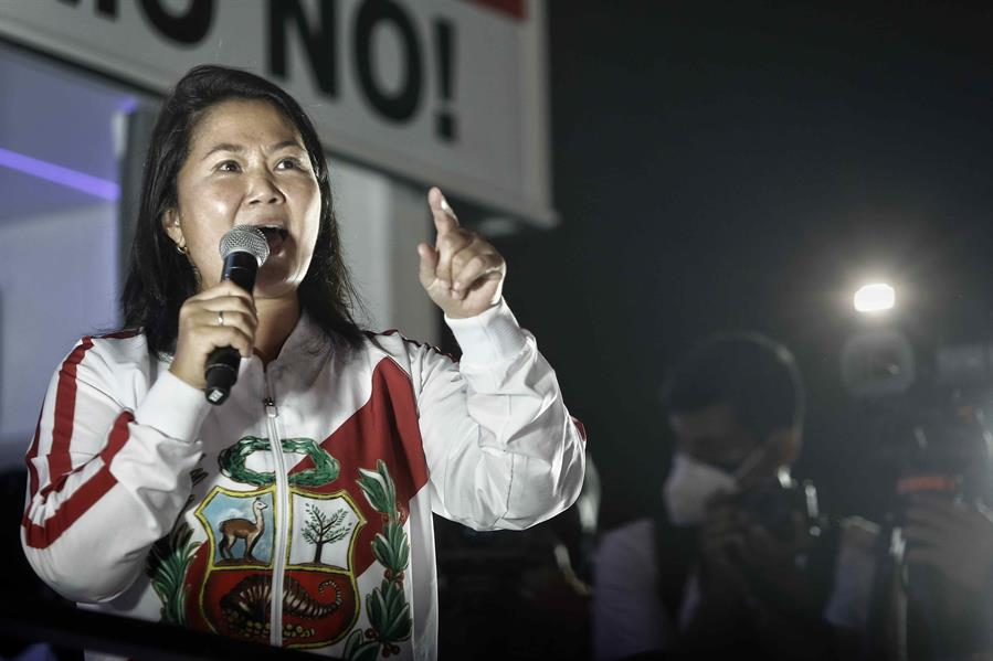 """Fujimori no reconoce su derrota y denuncia """"fraude electoral"""" en Perú."""