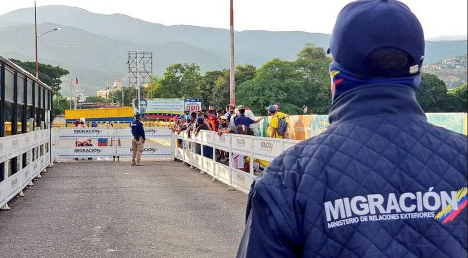 Colombia no abrirá por ahora su frontera con Venezuela.